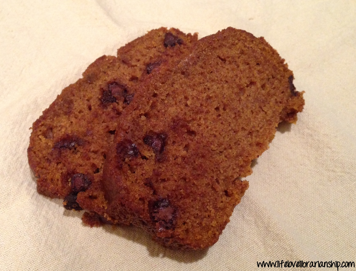 Chocolate Chip Pumpkin Bread | www.lifelovelibrarianship.com